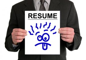 0805 resume dont graphics 650x455 300x210 How To Get Your Resume Noticed In The Blink Of An Eye...to really catch a hiring manager's eye, your resume needs to not just pass the six second test